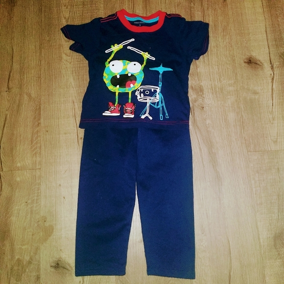 4/20$ Boys 2 Piece Outfit Size 3T